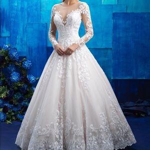 Allure Bridal Wedding Dress 9411
